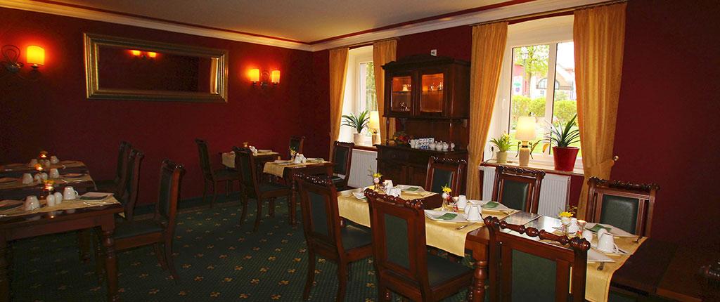 Starten Sie den Tag mit einem energiereichen und gesunden Frühstück in unserem gediegenen Neo-Barock-Saal.